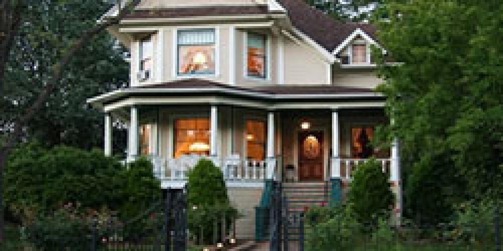 GateHouse Inn - Victorian Mansion was the Chichizola family home. – HistoricHwy49.com