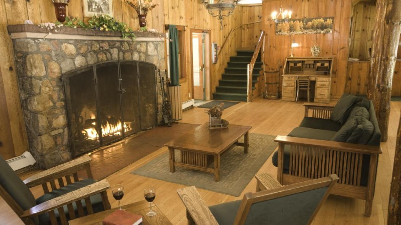 Hotel Great Room – Camp Richardson Resort