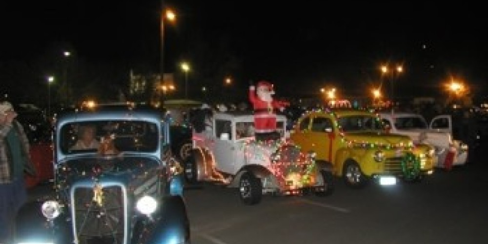 Cars decorated for the holidays – courtesy, mymotherlode.com