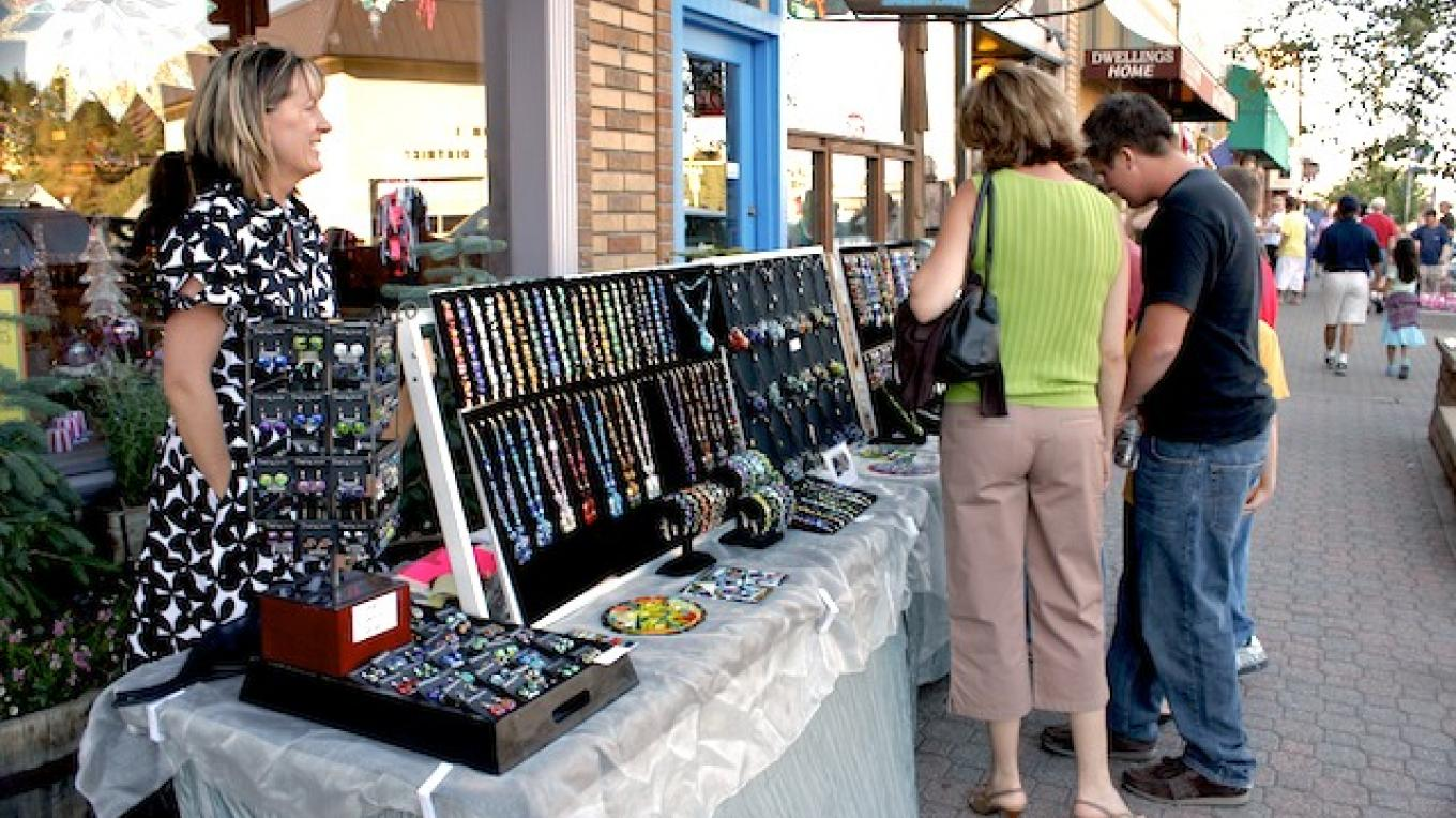 Shopping in Downtown Truckee – Courtesy of Truckee Chamber of Commerce