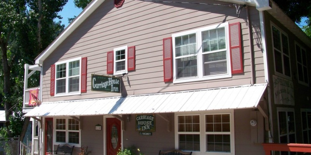 Carriage House Inn Commercial Street view – Lee Adams