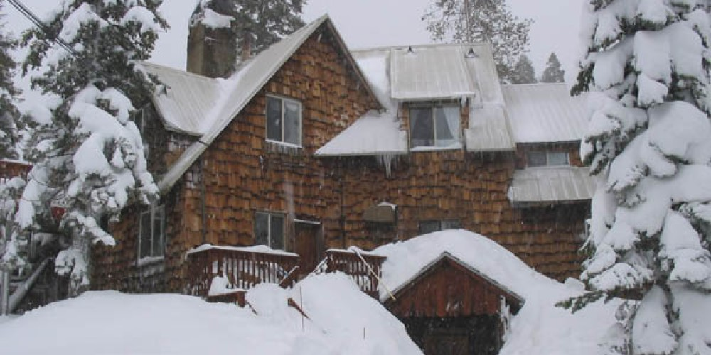 South entrance Clair Tappaan Lodge in winter – Richard Boyden