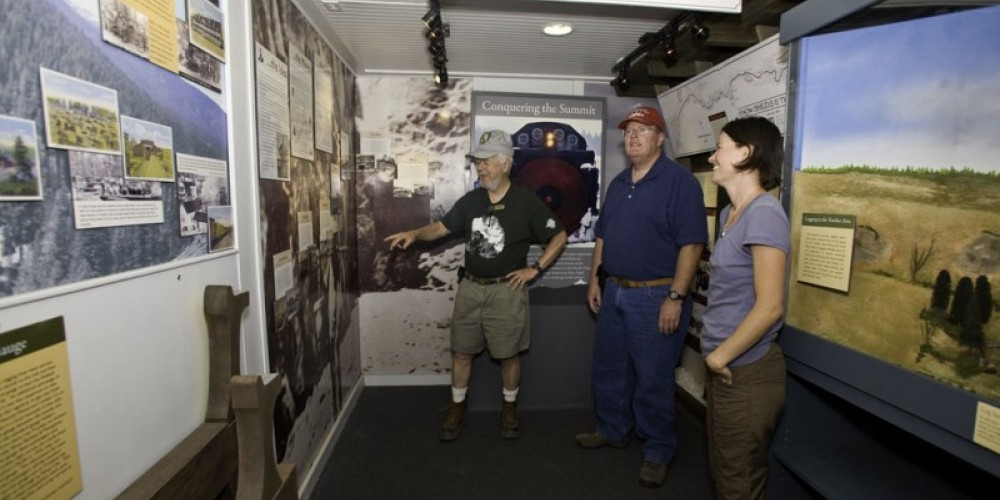 Docents available to interpret displays – © 2010 DaphneHougard.com