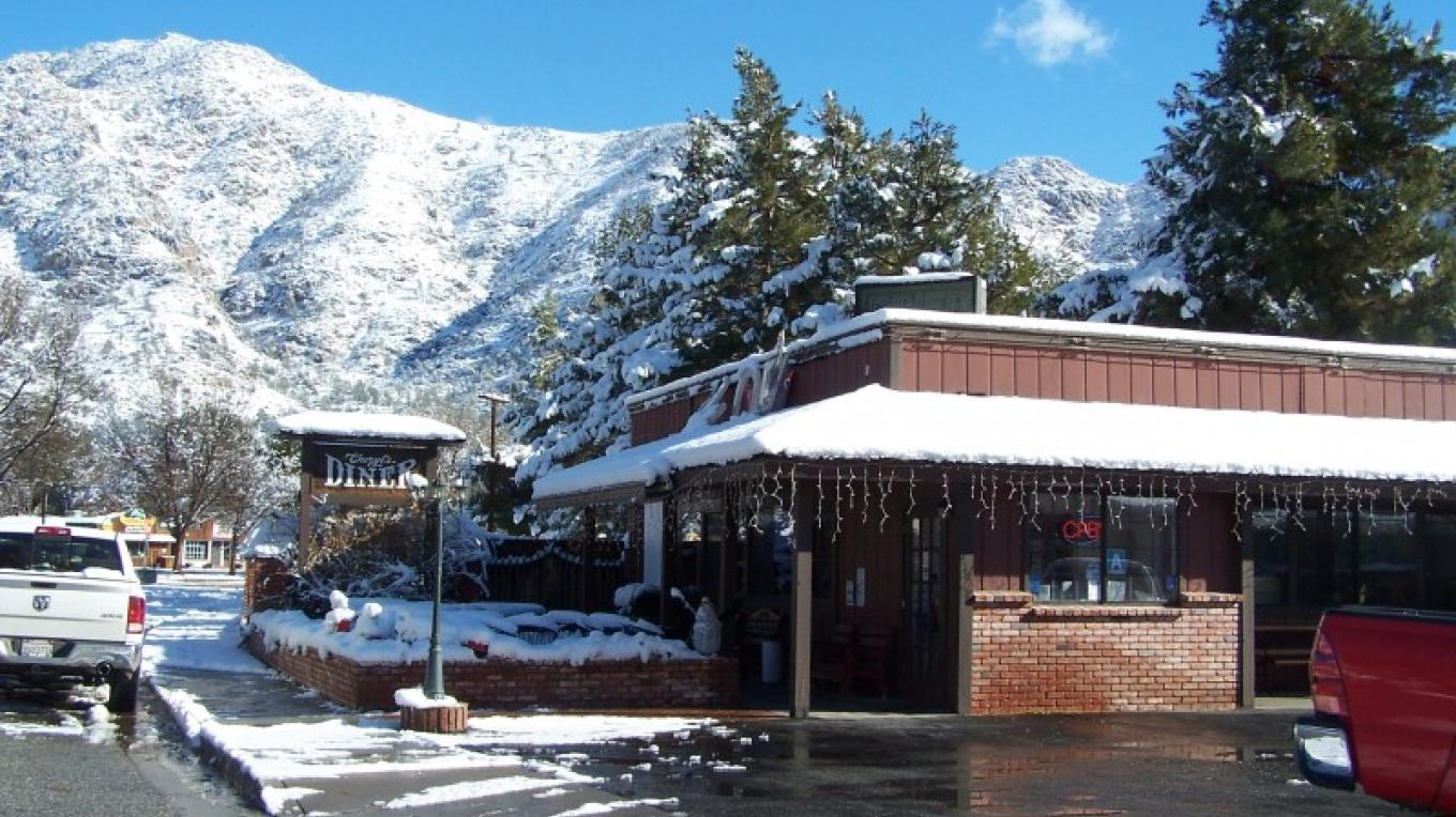 Winter in Kernville 2010 – Cheryl Borthick