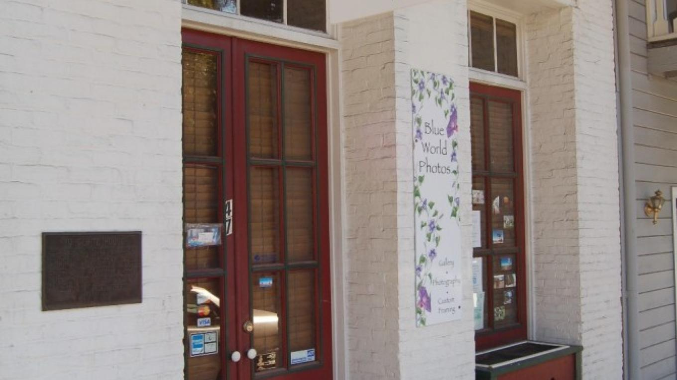 The outside of the shop. Coolest shop in Sonora. Seriously. – Christine Tuohy