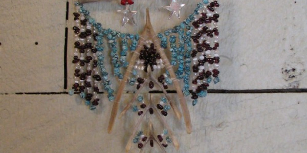 Other necklace shapes are more dramatic. Ideal for outdoor events, festivals or for a special evening! – Karrie Lindsay