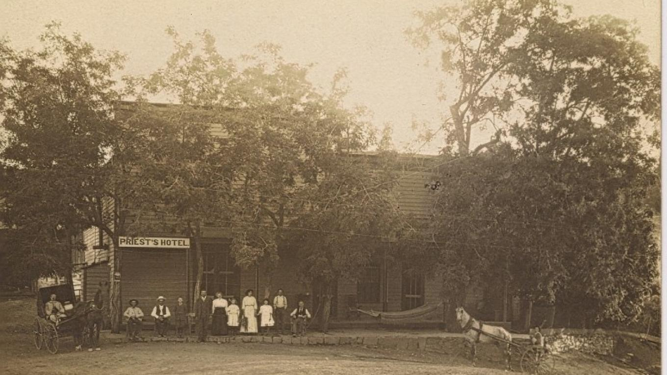 Priest Hotel from the stagecoach era (1910).