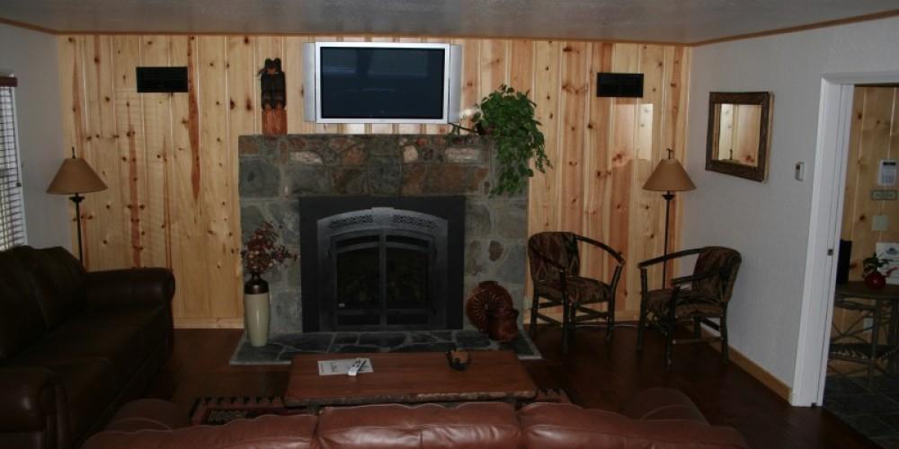 Richardson House living room – Camp Richardson Resort