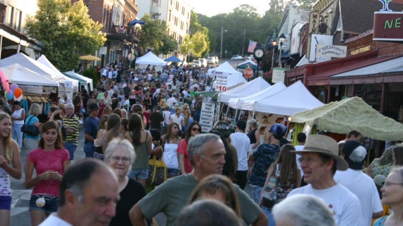 Thursday Night Market and Music Festival – H. Levine