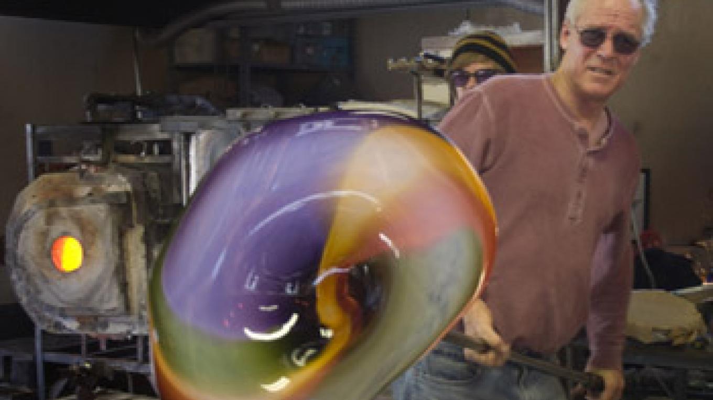 Rick Nicholson finishing a colorful molten glass platter. – Janet Nicholson