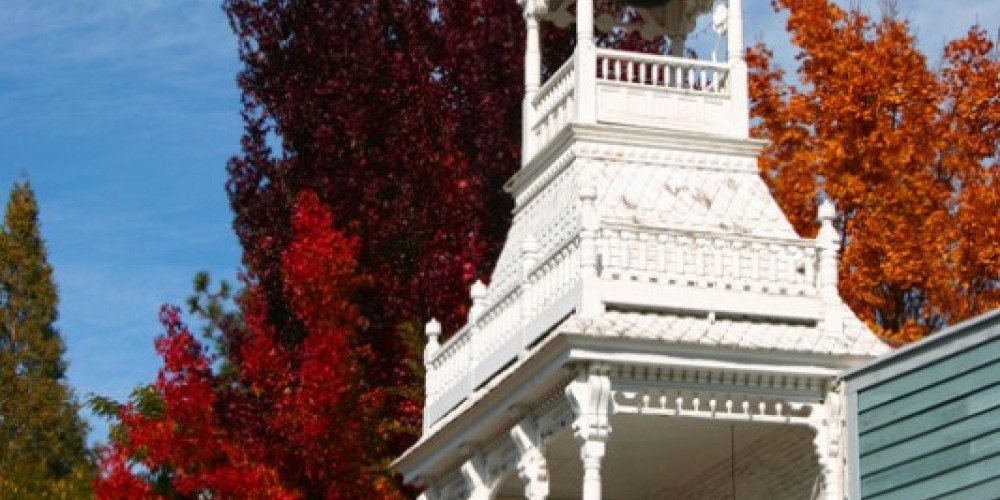 Vivid fall colors at the Firehouse No. 1 Museum in downtown Nevada City – Dave Carter
