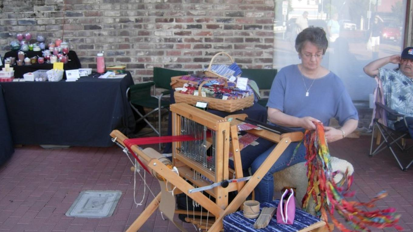 Weaving at Art in the Alley – Richard Crain