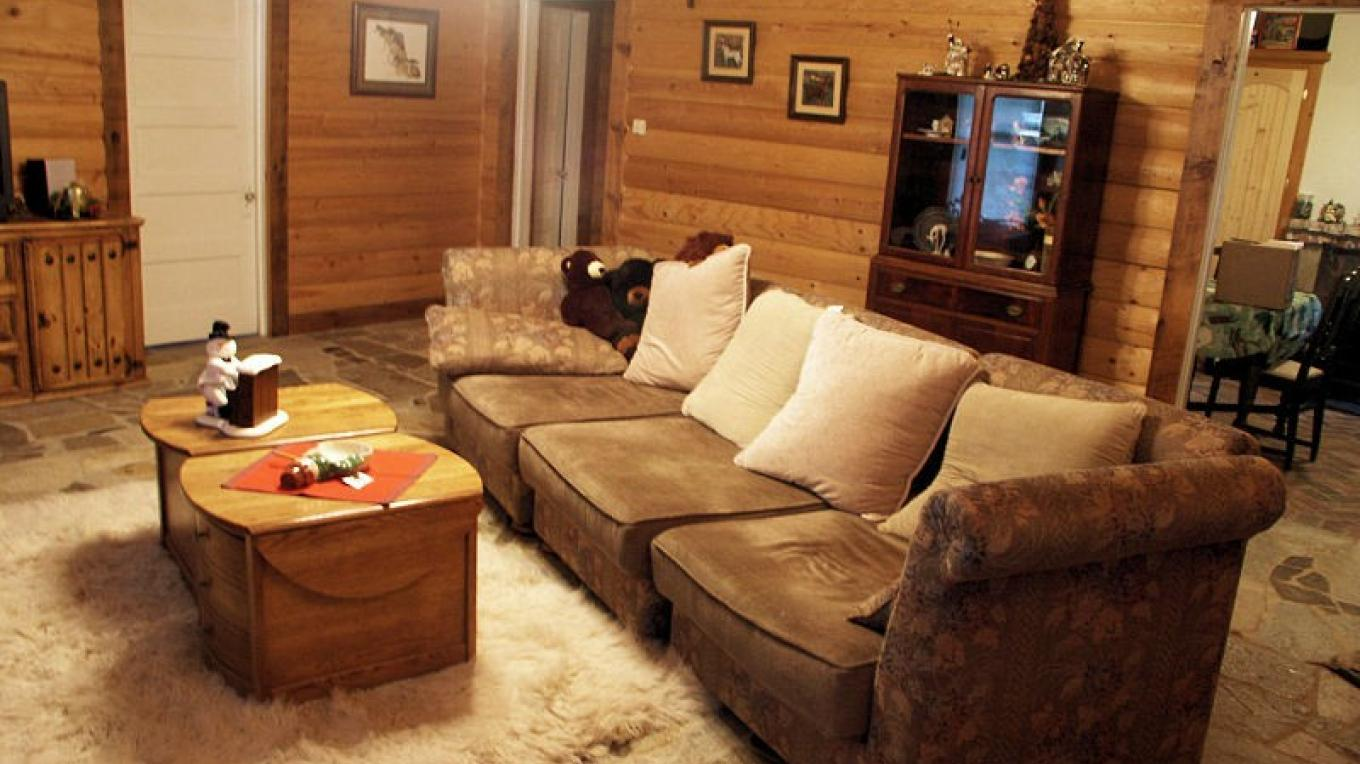 Spend your evenings in the comfortable living room at Lyn-Mar Pond Guest Ranch.