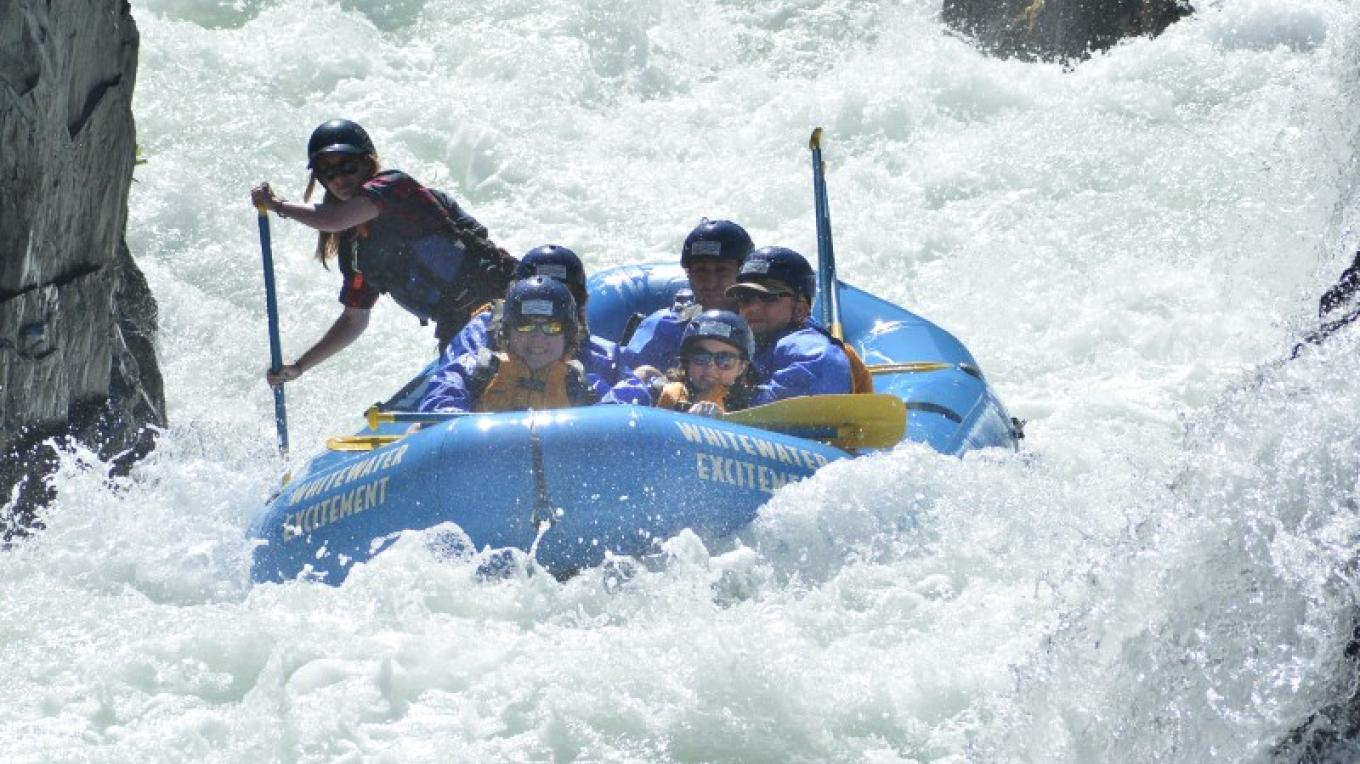 Guests get down in the world famous Tunnel Chute on the Middle Fork of the American River! – Hotshot Imaging