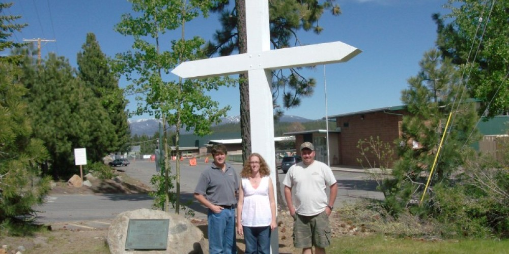 The finished Donner Cross June 2010.  Mark Tanner (on left) of Tanner Construction, Chelsea Walterscheid, 2010 TDHS President, Jim Smith (on right) of Tanner Construction – 2010 Truckee Donner Historical Society All Rights Reserved