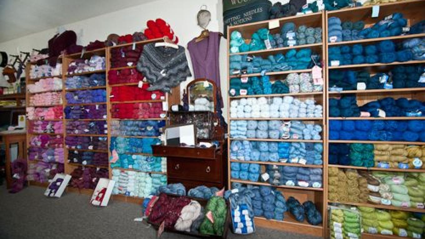 More yarns displayed by color – Geoffrey Glass