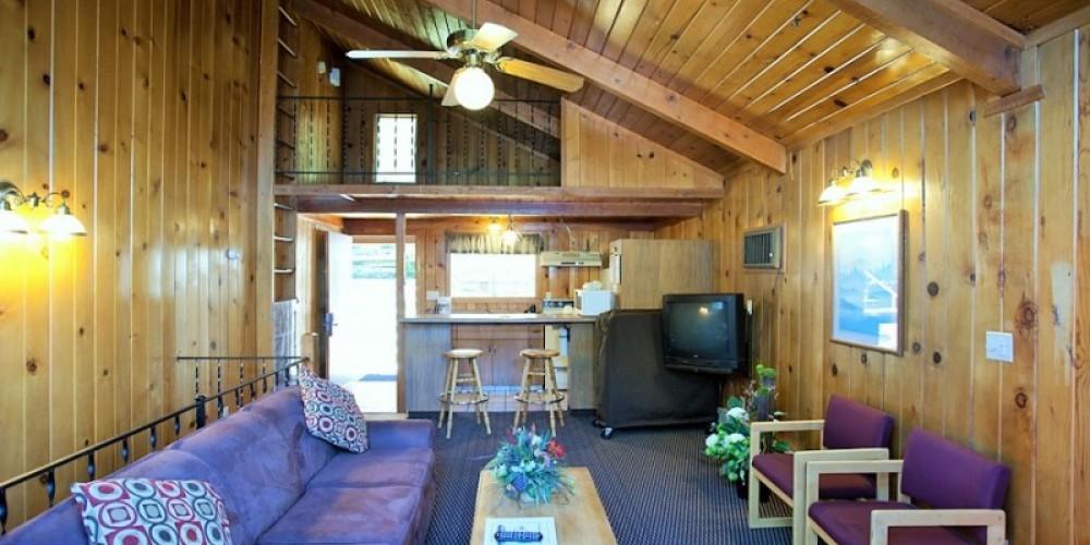 Chalet Living Room – www.basslake.com