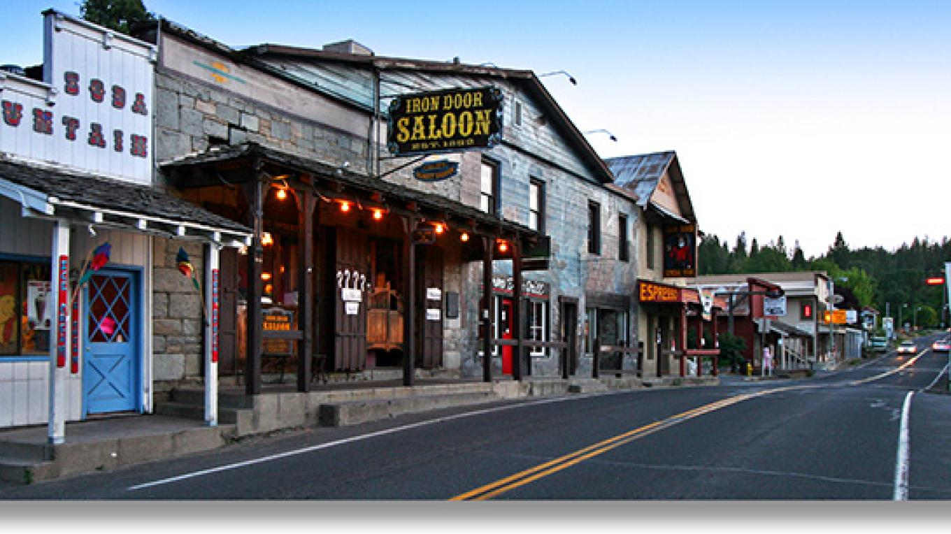 Iron Door Saloon, the oldest continuously operating saloon in California. – YosemiteHikes.com