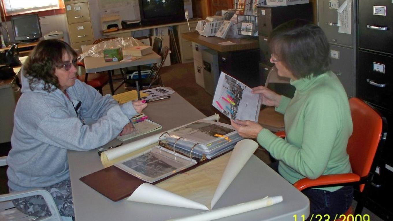 TDHS Research Historian, Chaun Mortier  (left) and Research Librarian, Katie Holley in action. – © 2009 Truckee Donner Historical Society All Rights Reserved