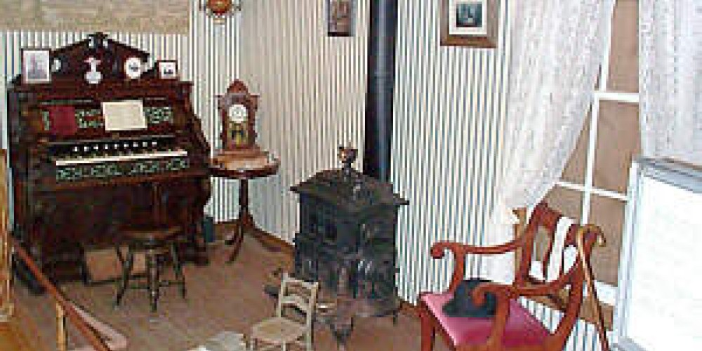 Parlor Reproduction in Museum – Forest Hill Divide Museum