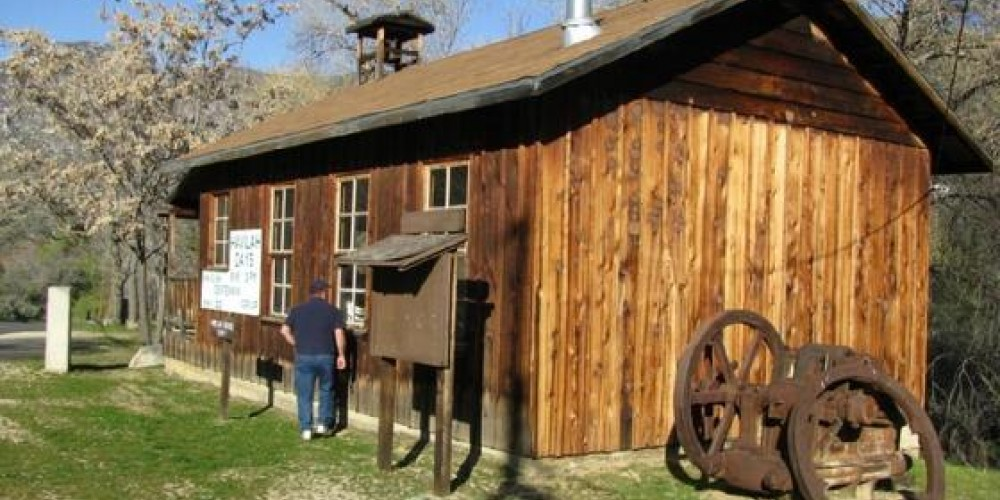 Replica of the 1867 Havilah School House. The Havilah School District was formed on November 9, 1866. It was the first public school to operate in Kern County. – Yaqui