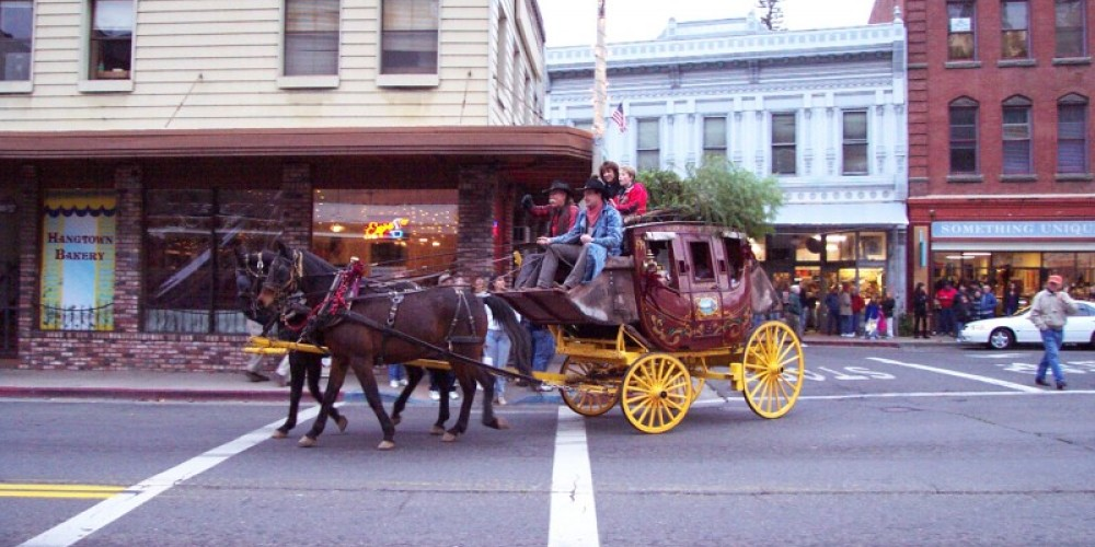 Stagecoach Rides (FREE) are always a big attraction at the Placerville Festival of Lights – Bill Robinson