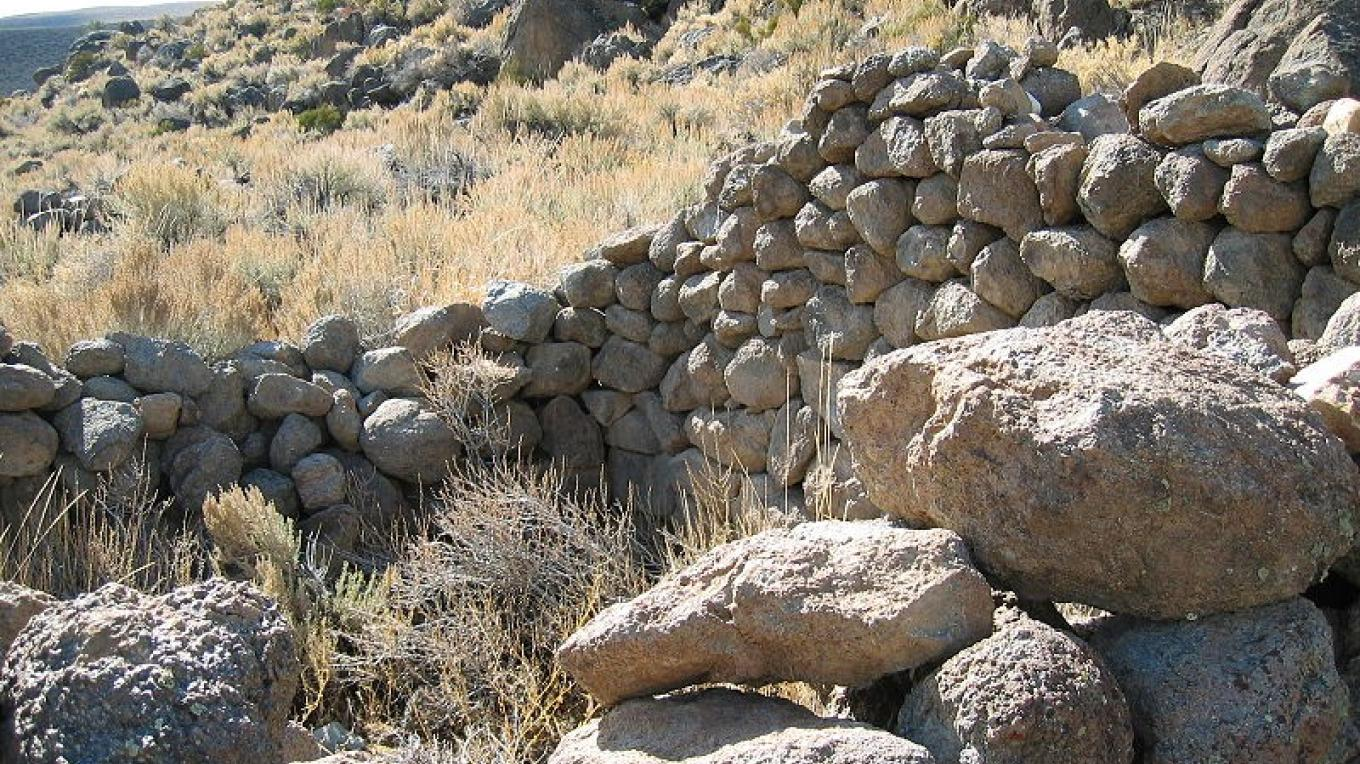 Ruins of a stone hut (October 2005)