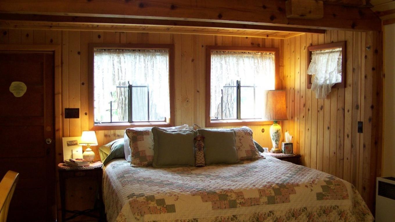 Larkspur Cabin- King Size Bed – Lauren Nickell