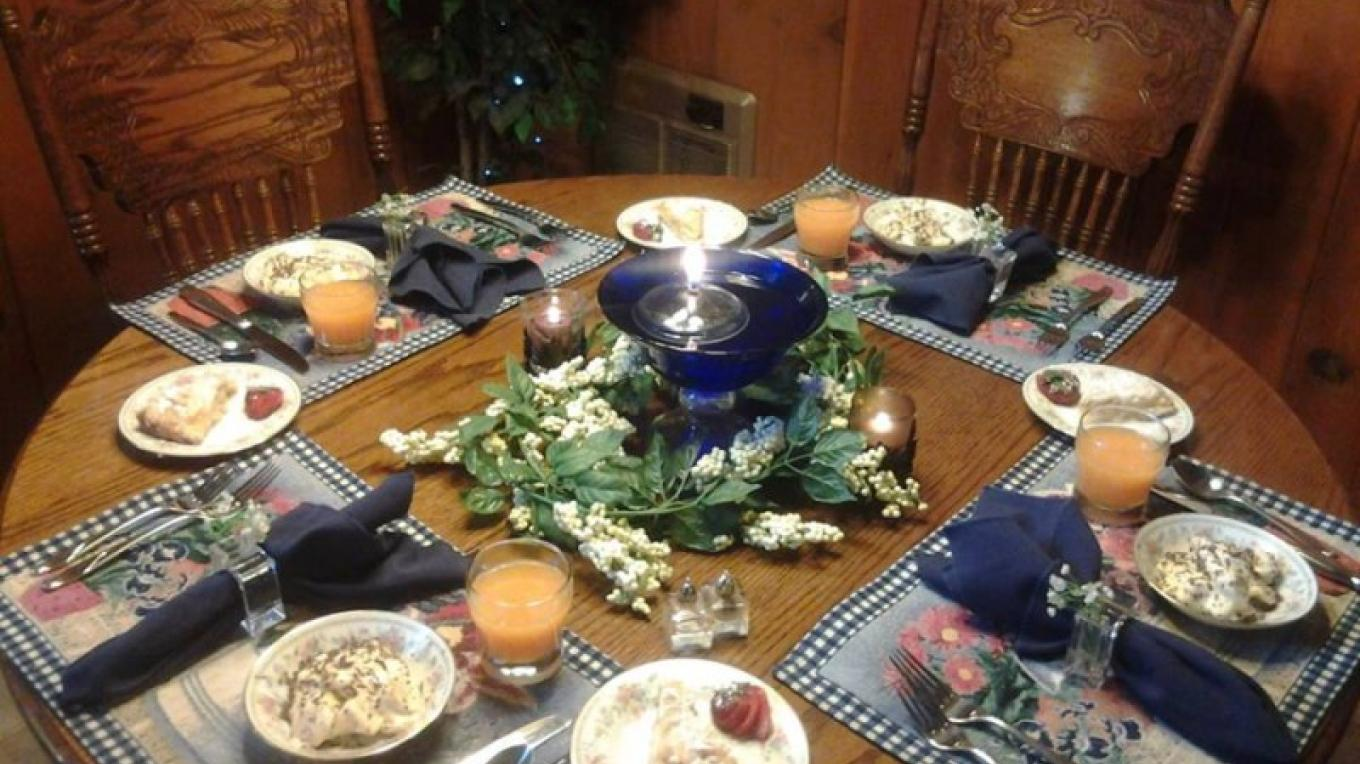 Breakfast is ready!   Guests love the hearty breakfasts before their day of adventure or peaceful retreat. – Mountain Top Bed and Breakfast