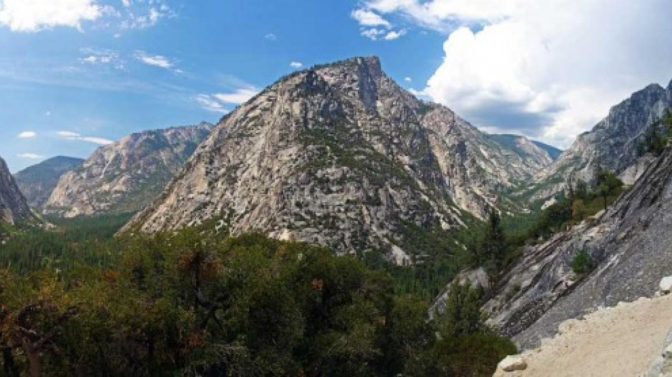 View of Kings Canyon from Bubbs Creek. – NPS/Rick Cain