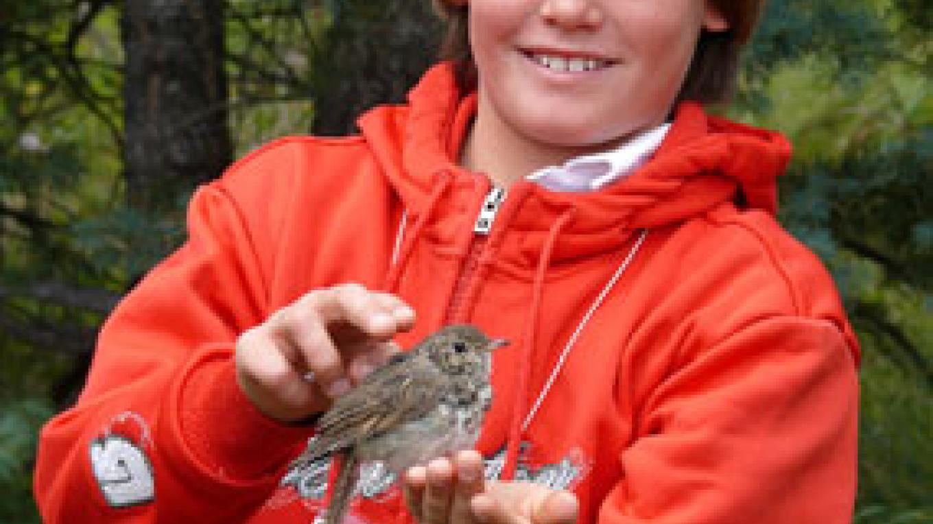 Student with bird at Park Flight program field trip. – Branden Willman-Kozimor