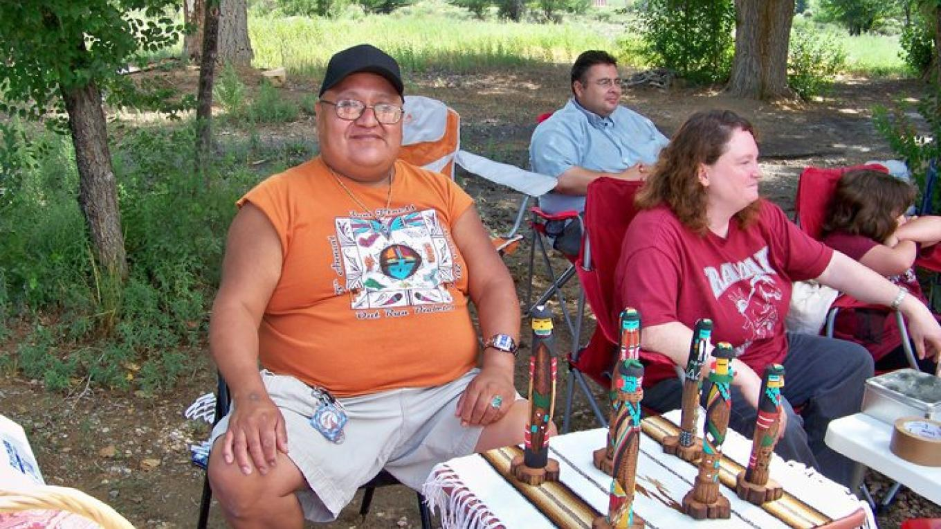 A local craftsman sells his traditional works of art – RFM