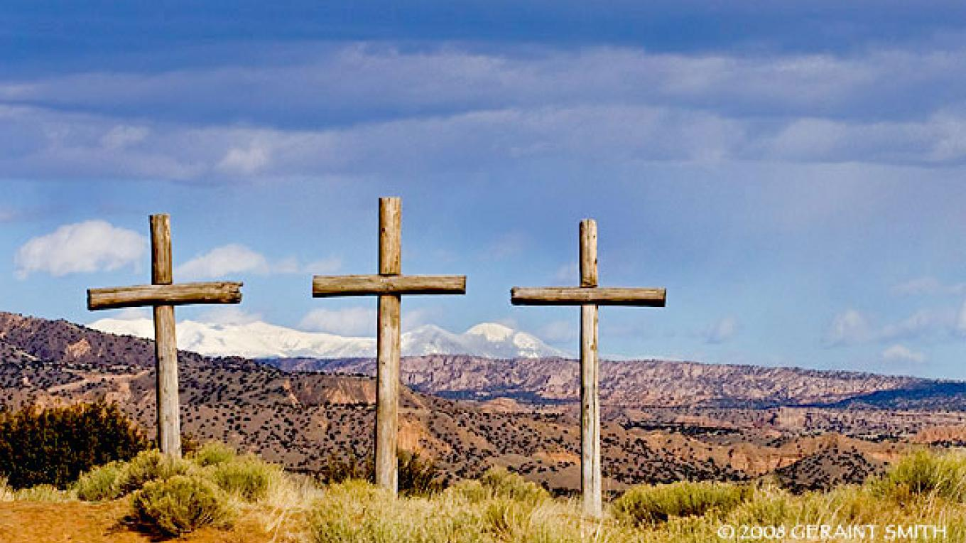 Three Crosses and the Sangre de Cristo Mountains, Abiquiu, NM – Copyright © 2008 Geraint Smith