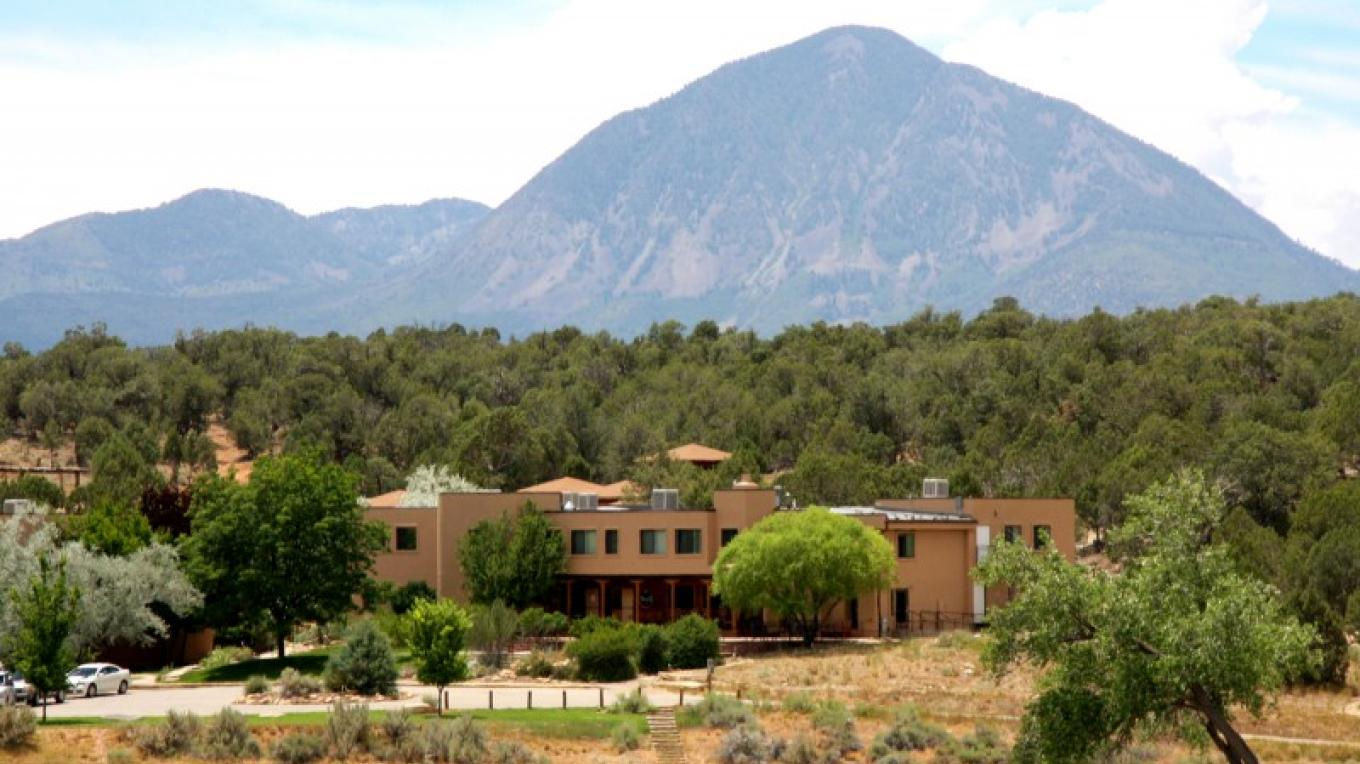A view of the Crow Canyon campus with the Sleeping Ute Mountain in the background. – Crow Canyon Archaeological Center.