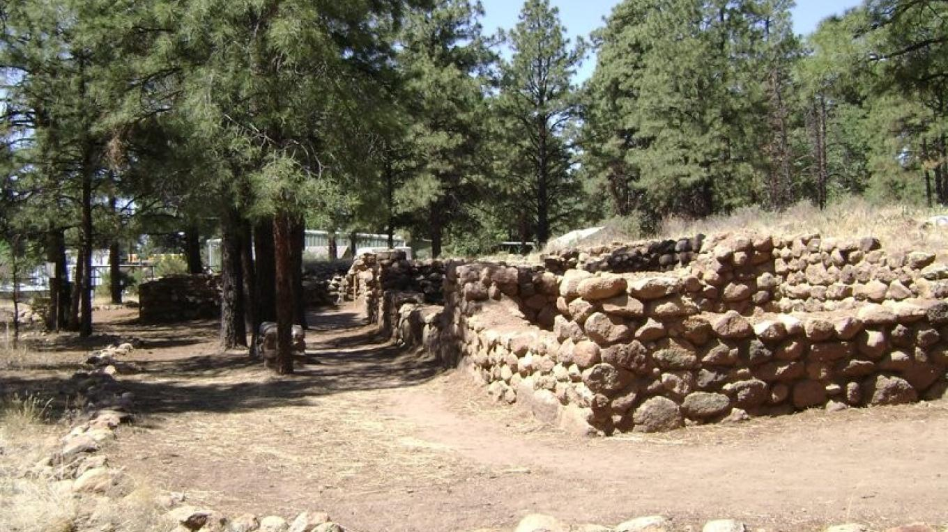 Ancient walls of the Sinagua culture are preserved. – Ron Robinson,  Arizona Archaeological Society