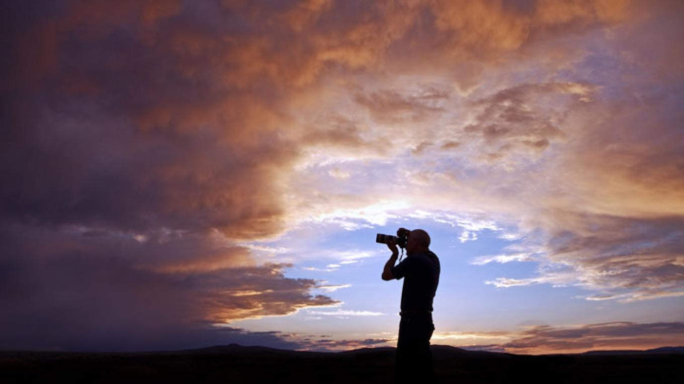 Photographing a fabulous Taos sunset. – Copyright © 2010 Geraint Smith