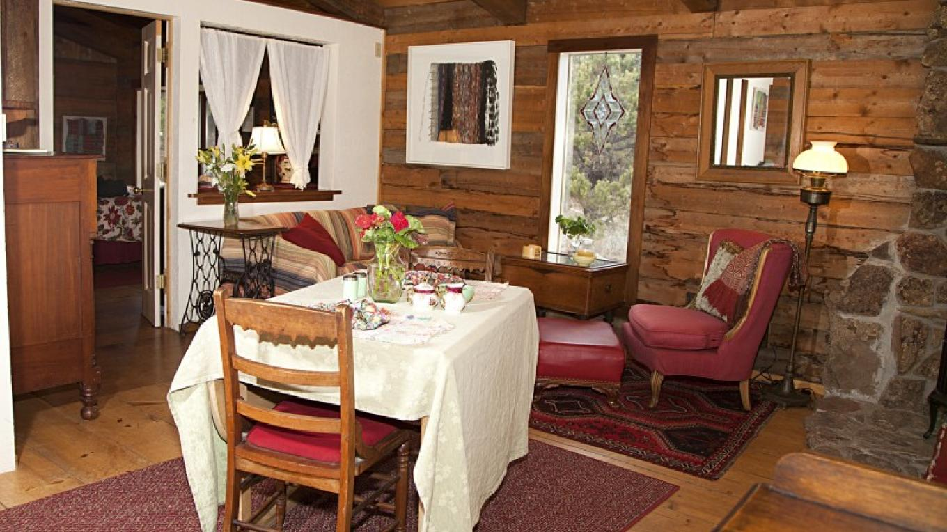 Garden Cottage Living/Dinning room area