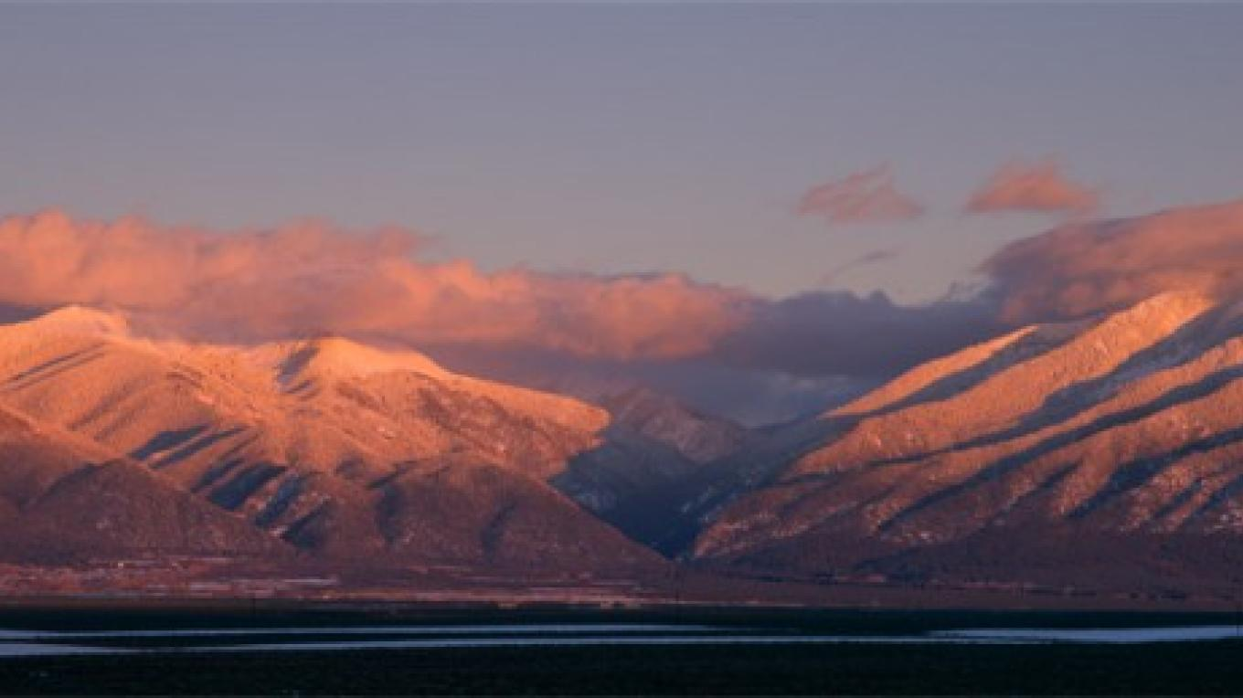 Alpenglow on Taos Mountain – Terry Thompson