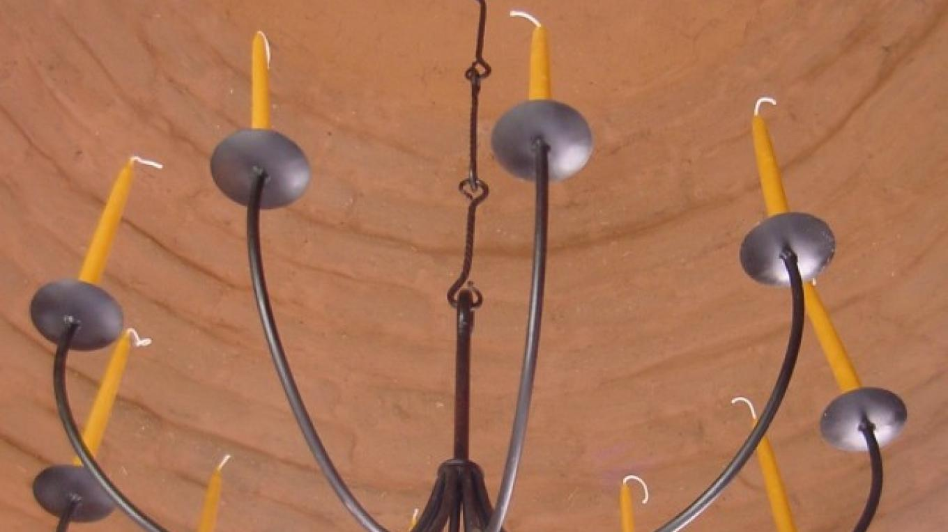 Candelabra inside the ceiling at the Dome at Los Silvestres. – Richard Bock