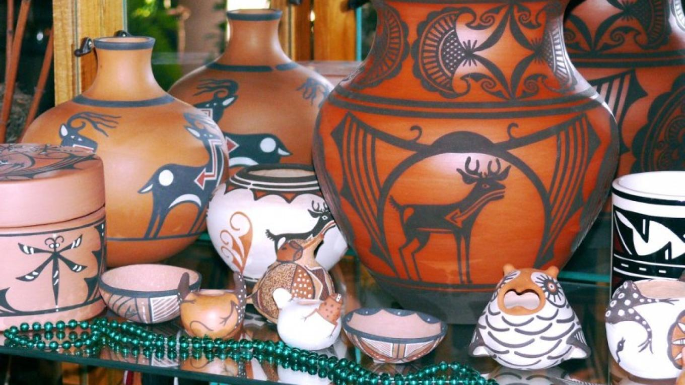 Zuni pottery. – Tom R. Kennedy