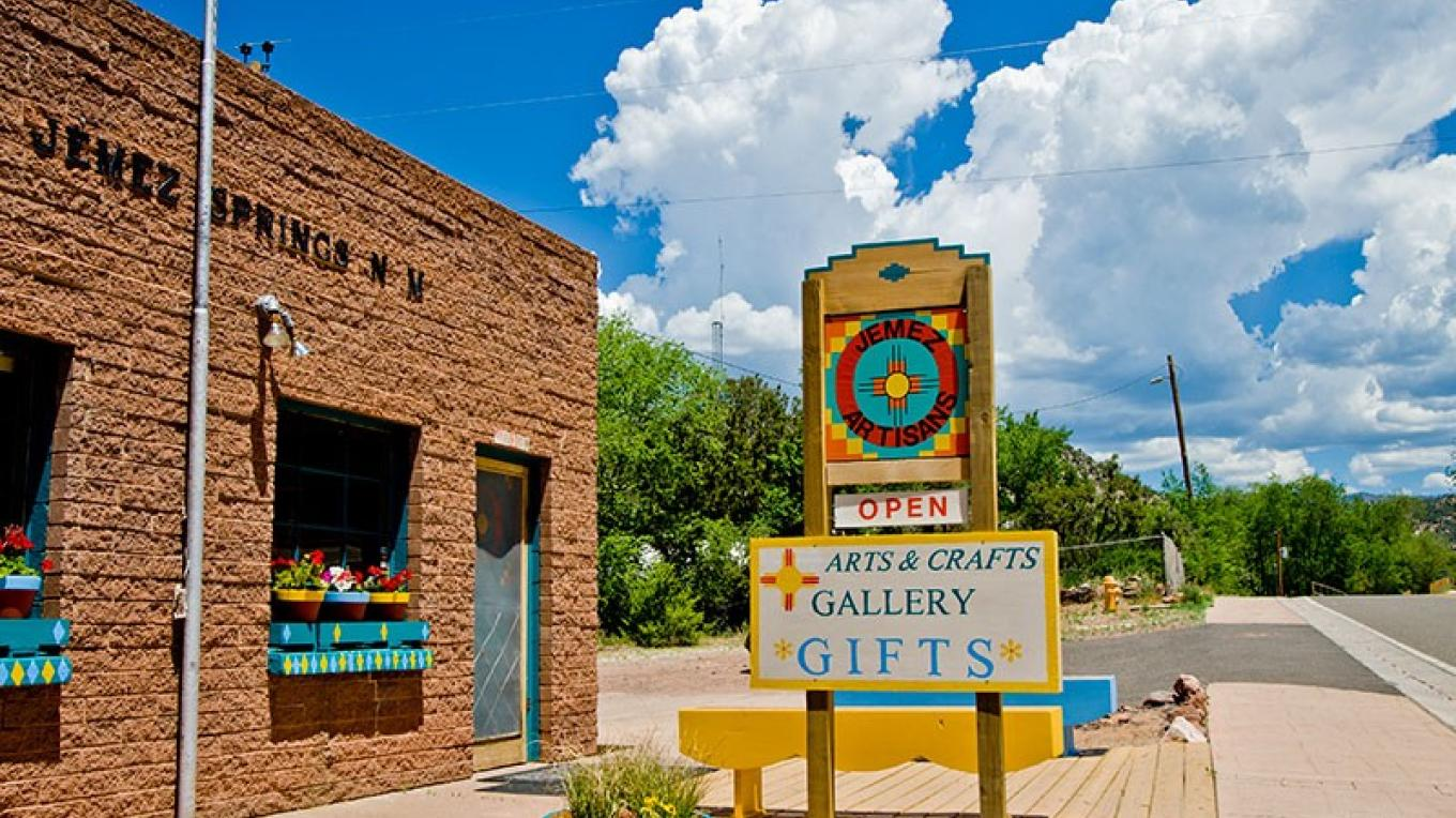 Jemez Artisans Gallery and Shop – Theodore Greer