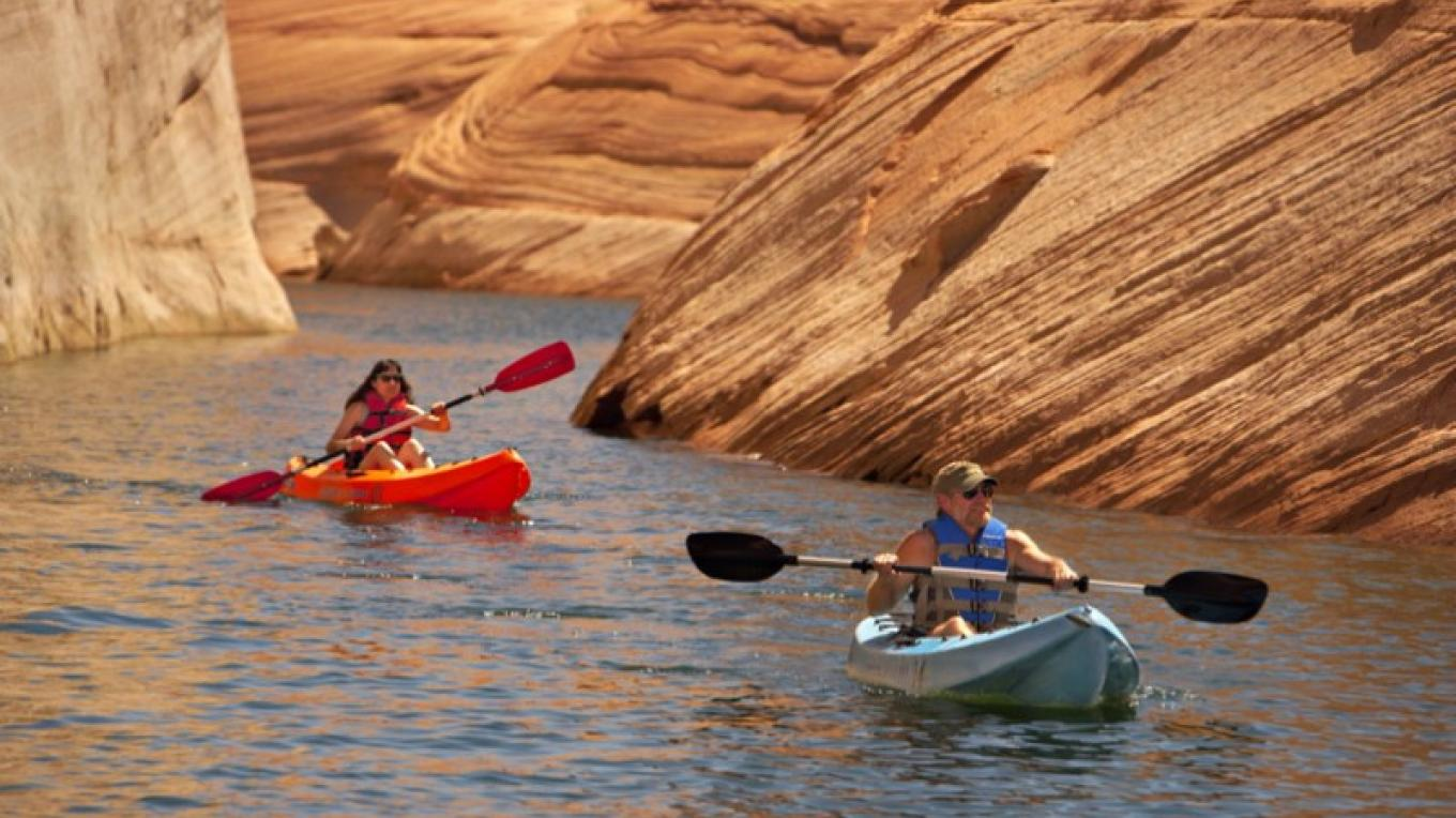 Kayaking on Lake Powell – Aramark Parks & Destinations