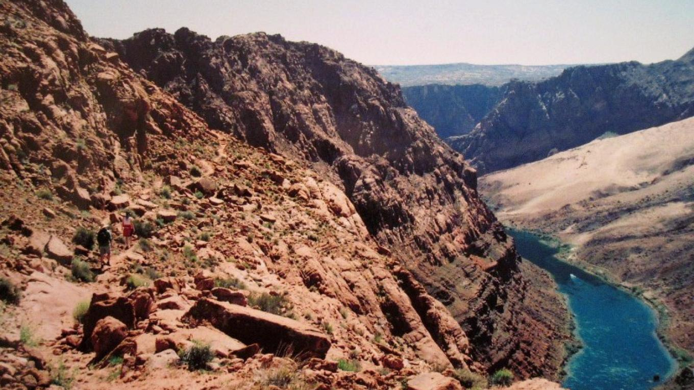 Approaching the canyon rim on Spencer Trail. – so