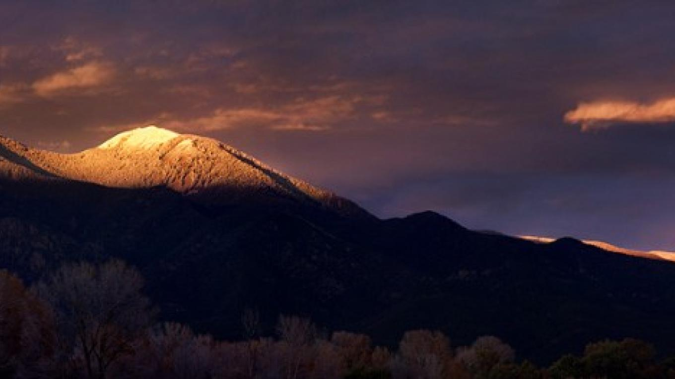 Taos Mountain winter light – Copyright © 2010 Geraint Smith