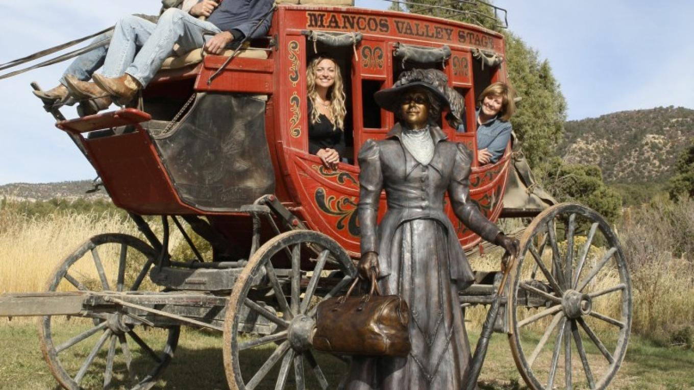 Stagecoach and Veryl Goodnight Sculpture – Courtesy of the gallery