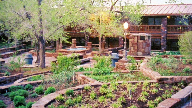 Inner garden area of Cameron Grand Canyon Lodge. – so