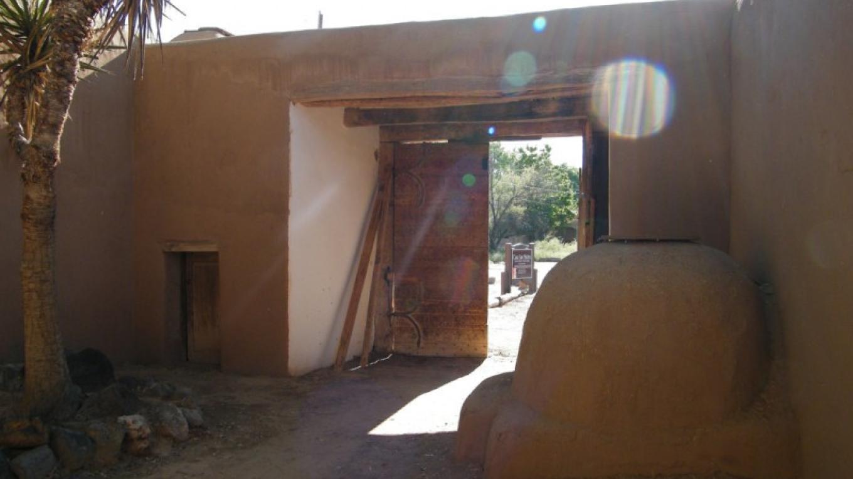 Inside entrance to Casa San Ysidro – Heather Shore