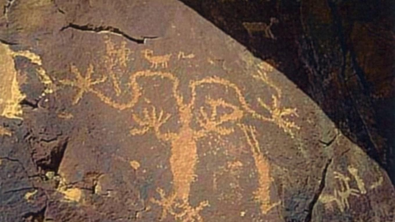 An anthropomorphic figure on the rock art panel at Sand Island. – S. Taylor