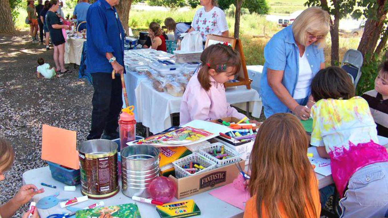 Children have fun with friends at the Youth Arts Table – RFM