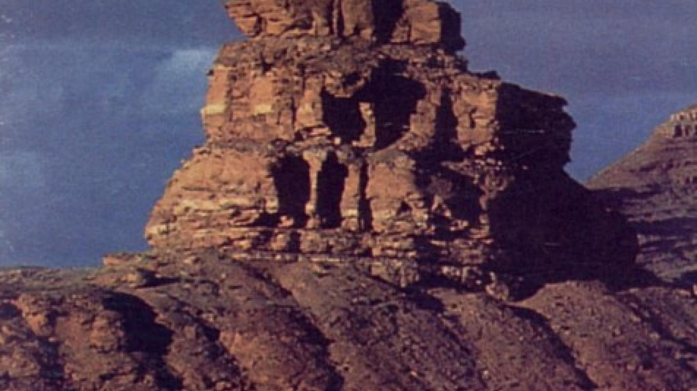 Mexican Hat Rock north of the community of Mexican Hat, Utah – San Juan County Visitor Services